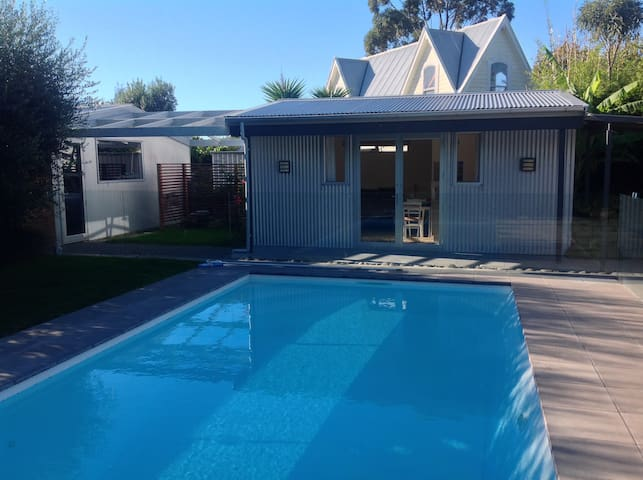 Clive. Upmarket Guesthouse by the Pool.