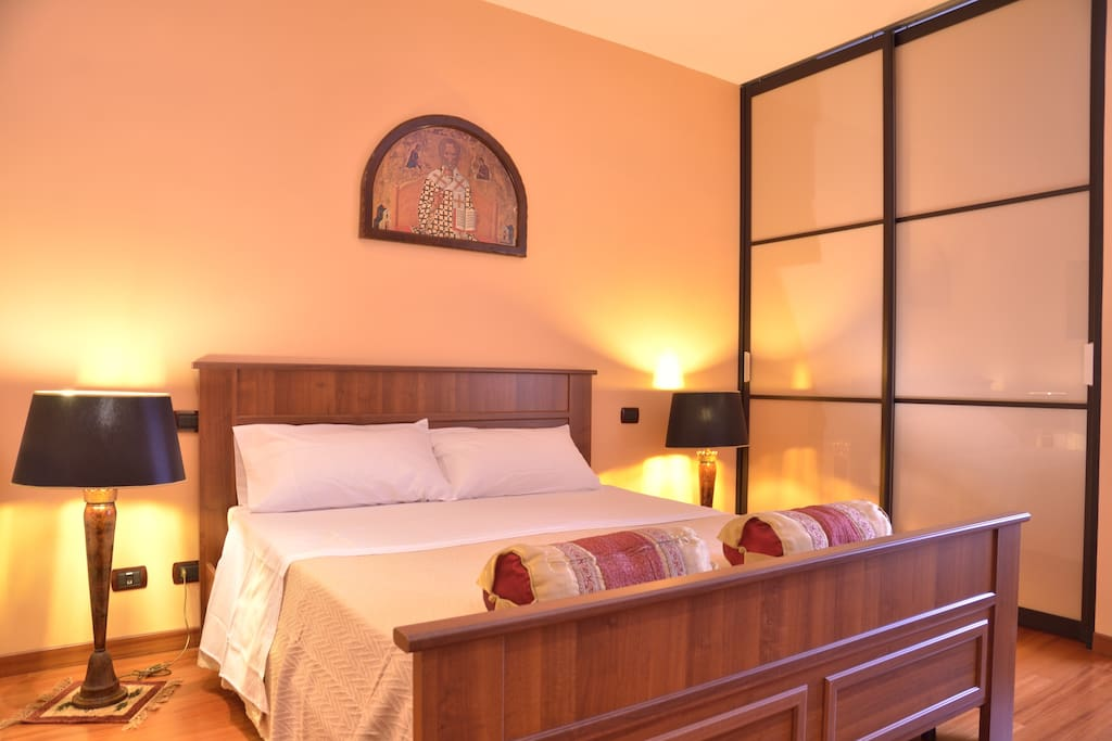 Zona notte - Camera da letto con annessa ampia cabina armadio con vetrate scorrevoli