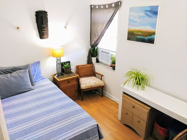 Small Room in Central Location, Close to All!