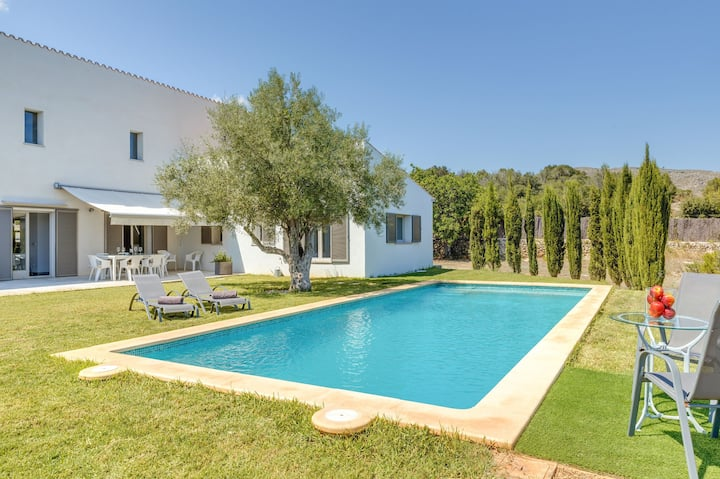 With pool & mountain view near the beach - Villa Na Maians