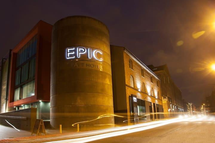 EPIC Two Bedroom Apartment - Seel Street