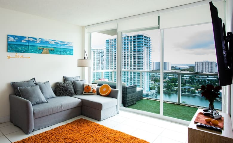 Amazing Ocean & Miami View 2BR/2Bth walk to Beach♥