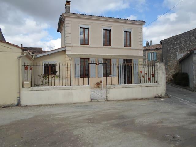 le gite à Nano - Saint-Seurin-de-Cadourne - Hus