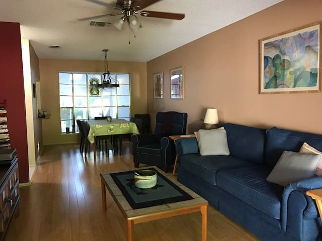 Townhouse in San Antonio Perfect for Long Stays
