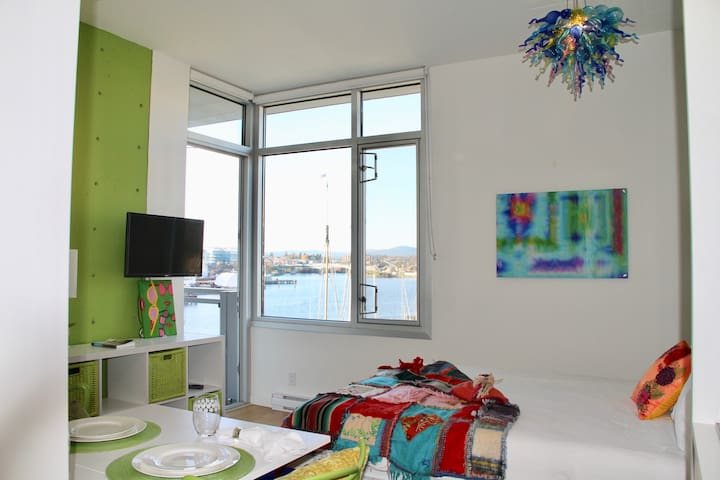 Modern Harbour View Loft 1
