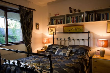 Mahogany Room in Lismaine Cottage B&B - Magheralin - Bed & Breakfast