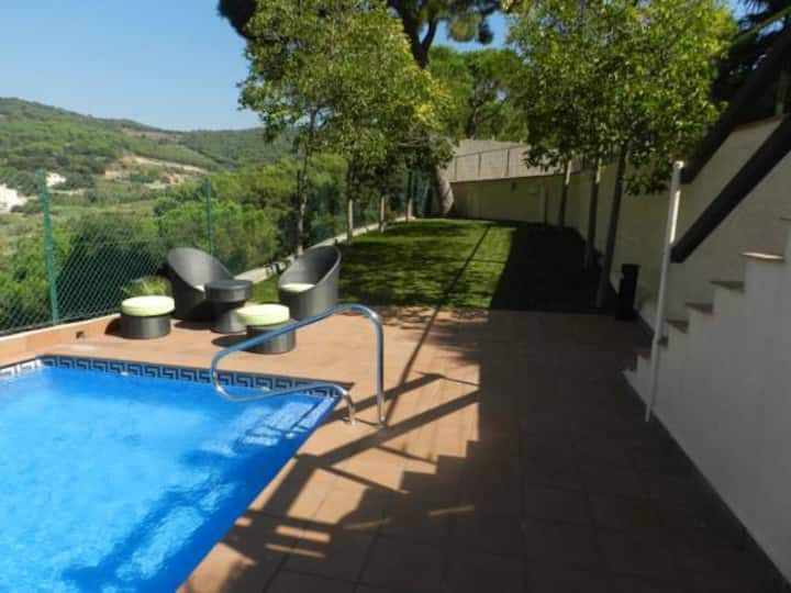 Alella panoramic view with private swimming pool