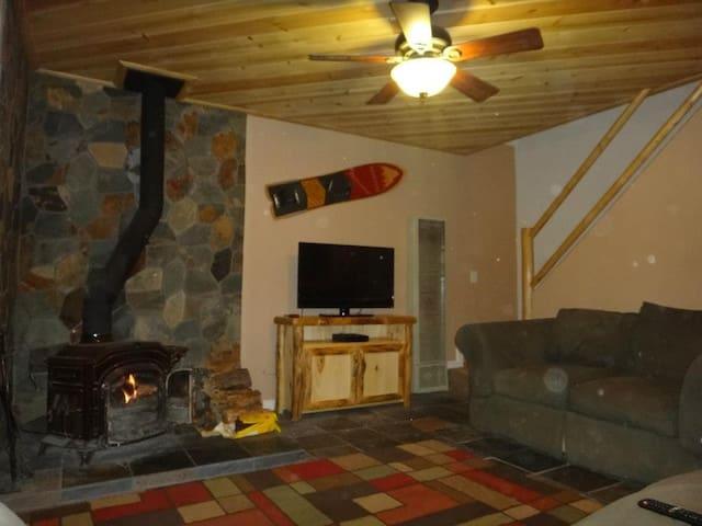 Big Bear Cabin with Spa 2 Bedroom Very Cozy + Wifi - Sugarloaf - Cabaña