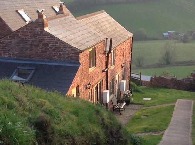 Wren Cottage, peaceful stunning location, birdhide