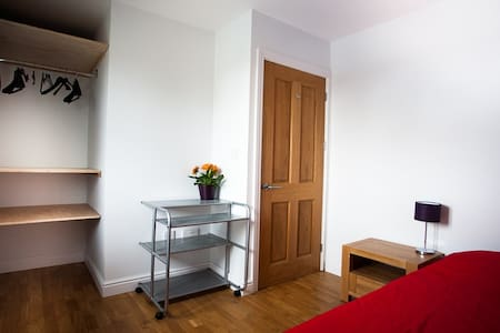 Single Room in Clean Quiet Modern Filton House - Μπρίστολ