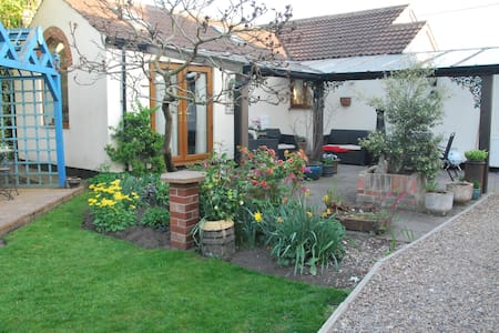 Brook Lodge Country Cottage - Belton - Bungalou