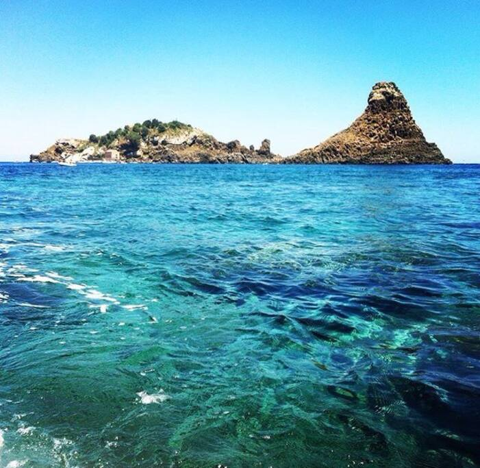The sea in Acitrezza