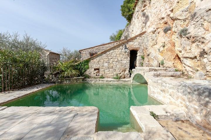 Petite maison provençale.