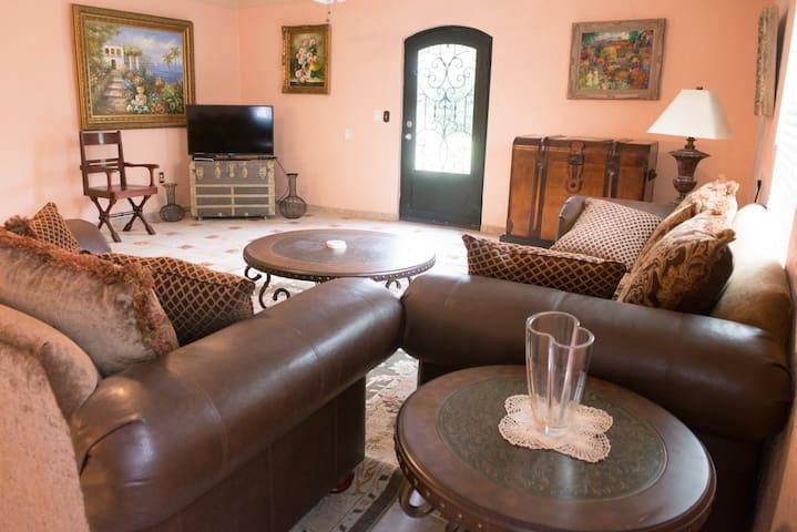 C4--Spanish Cottage Getaway - San Benito - House