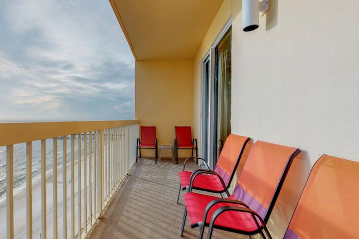 NEW LISTING! Beachfront condo w/pier view, resort pool, Pier Park across street