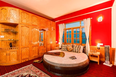 Deluxe Double room on Hilltop | Shared Bathroom |