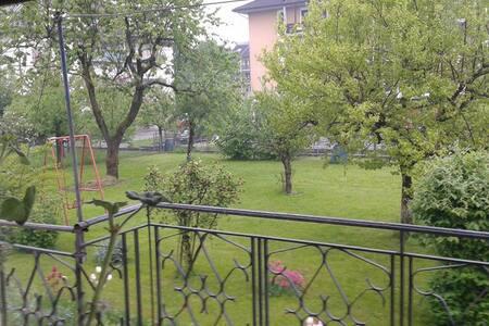 Stanza vista giardino e montagne - Feltre - Lejlighed