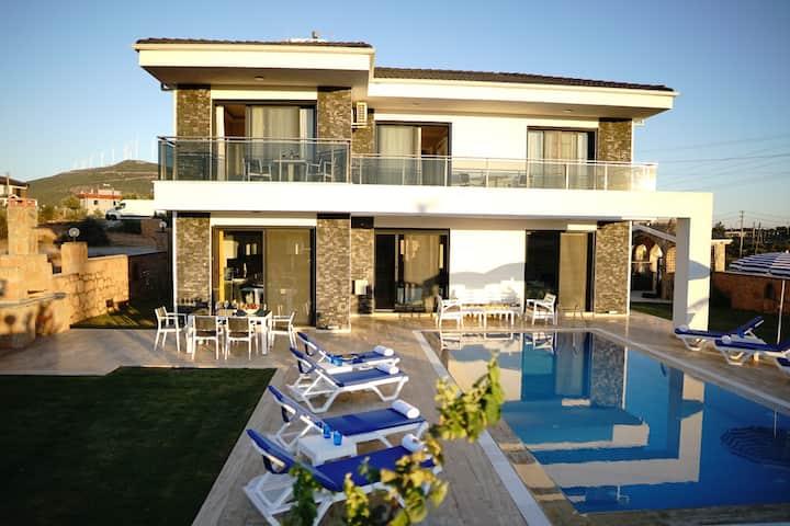 Private Pool★Near Didim★ Modern Villa★ Jacuzzi★BBQ