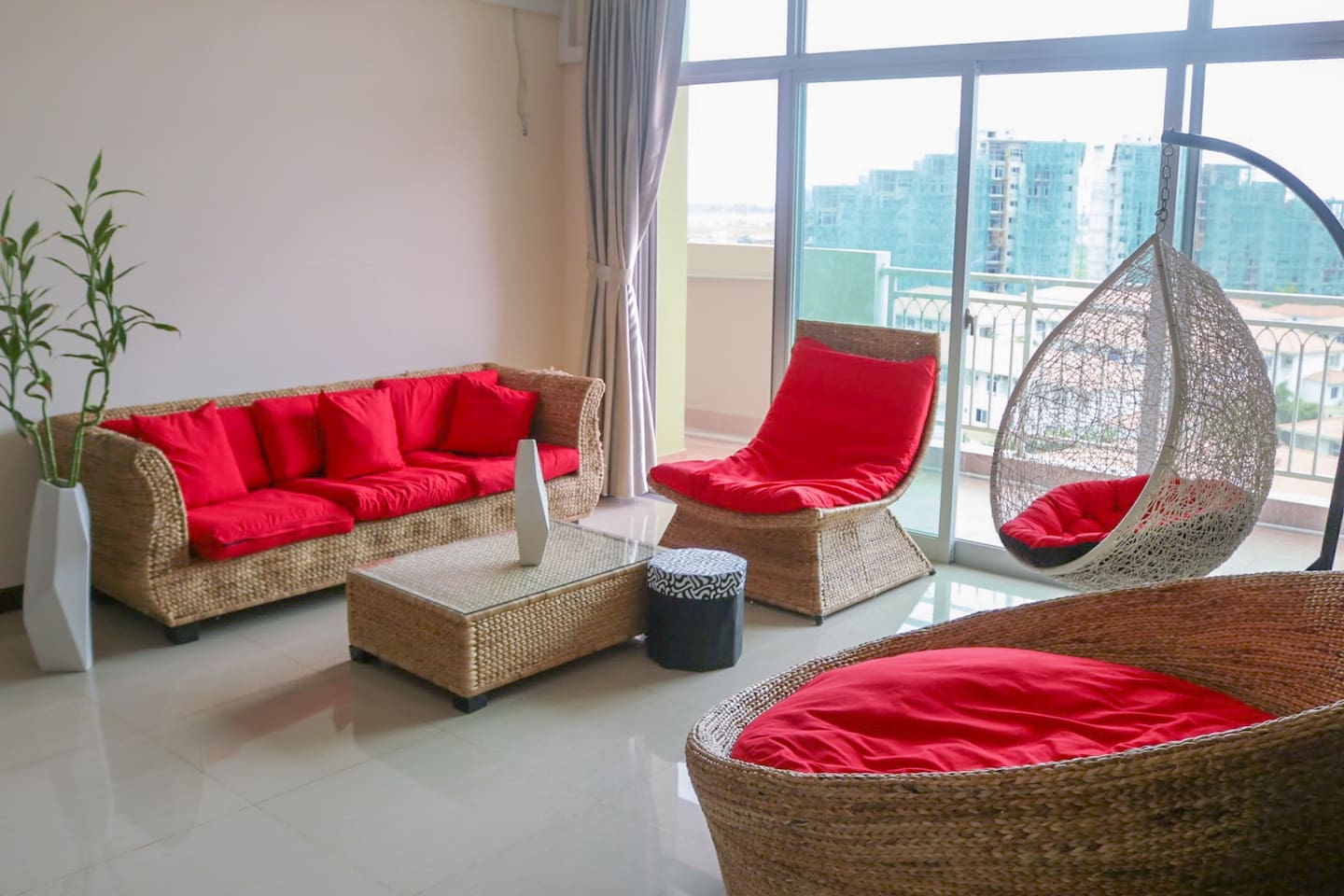 Enjoy Phnom Penh from a peaceful view...