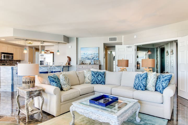Oceanfront escape w/shared pool, hot tub, & private cabana - ocean views