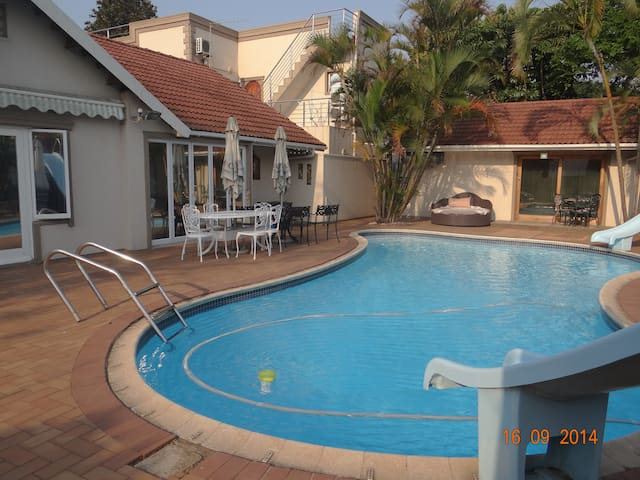 Umhlanga Self Catering Guesthouse Room 4 - Umhlanga - Bed & Breakfast