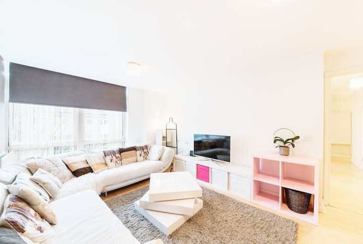 Bright 2 Bdr Private New Apartment in Canary Wharf