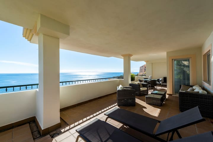 Modern apartment with sea view & 5 min to beach