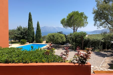 Villa with swimming pool & basketball/tennis court