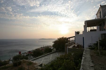 Traditional Cycladic Maisonette with amazing views - Andros