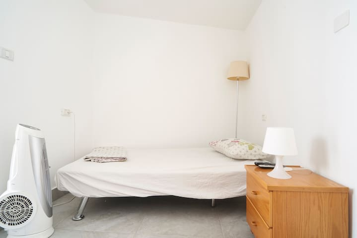 Well placed cozy studio apartment in Israel - Modi'in Makabim-Re'ut - 公寓