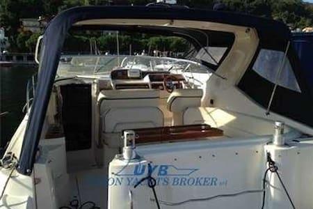 4 bädds 33-fots yacht i sommarmecka - Kungshamn