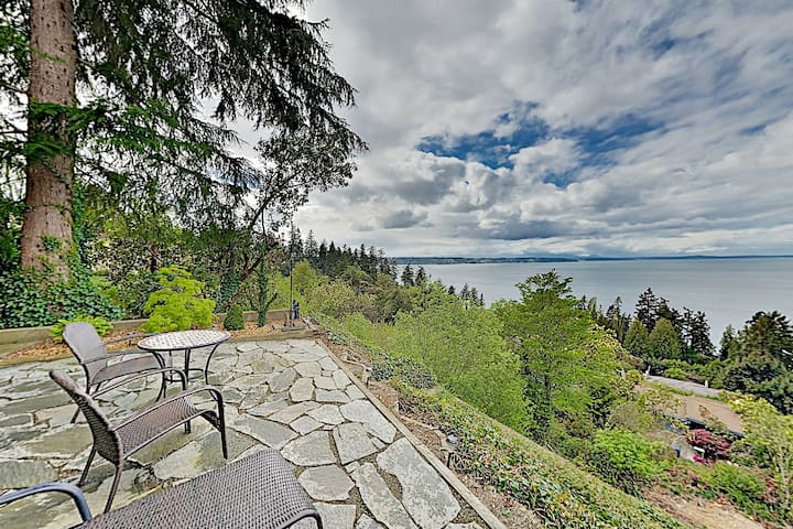 Puget Sound Paradise w/ Stunning Views & Grill