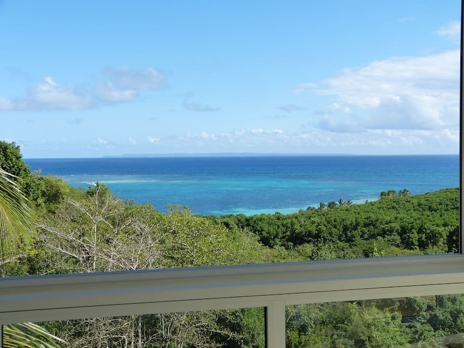 Vue sur le lagon de Salines depuis la véranda de la villa Nature