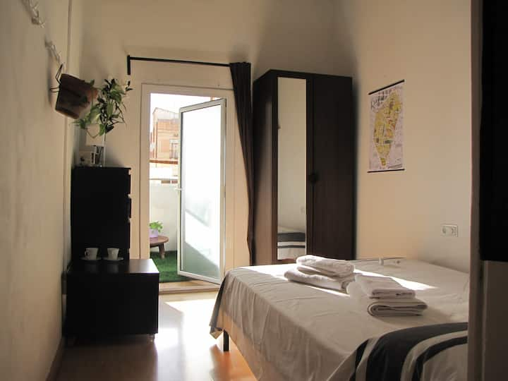 Doble bedroom, private bathroom and a terrace