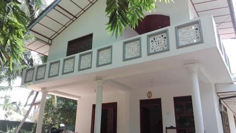 Karma - Et nydelig hus med 4 soverom 5 minutter fra stranden