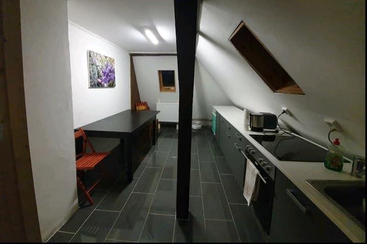 Dachgeschoss Wohnung 2 Schlafzimmer nähe Bahnhof