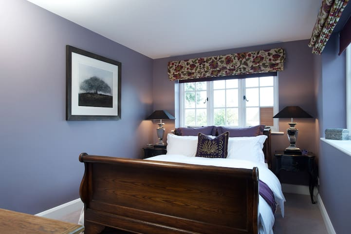 Broadway Barn B&B - Brassica Room