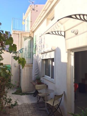 Logement typique dans un village marseillais, - Marselha
