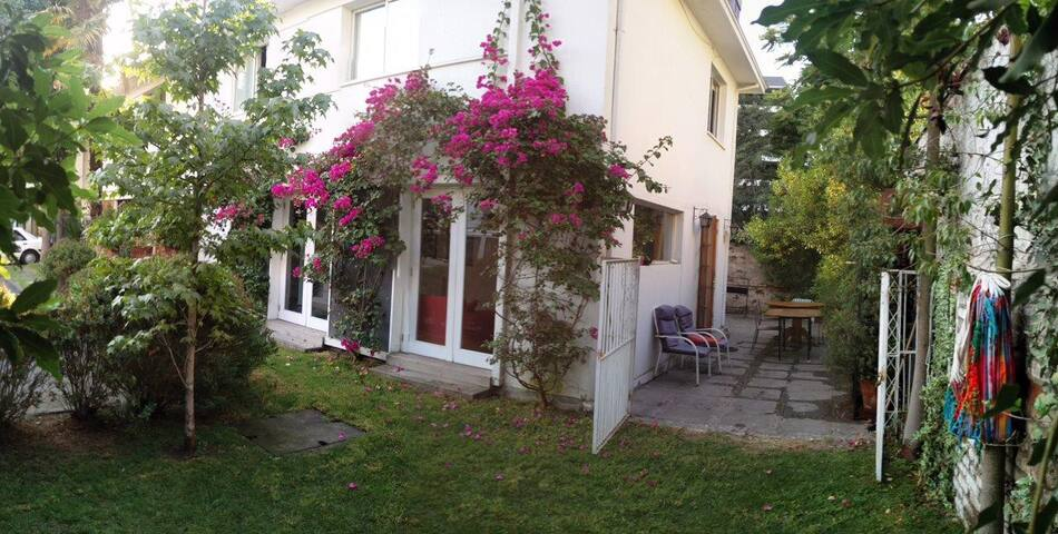 Habitación en Hermosa Casa Cerca de Cost. Center