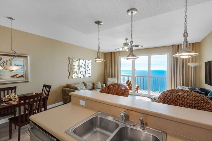 Luxury 1 Bedroom Gulf Front Condo on Quiet End East End Located Next To Schooners!