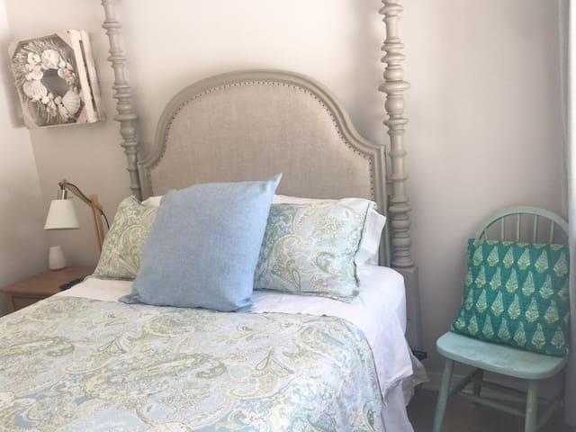 Queen bed with private bathroom .With access to front private patio.