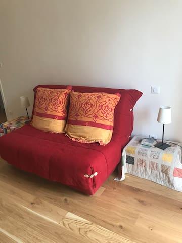 Chambre d'hôte familiale, canapé BZ