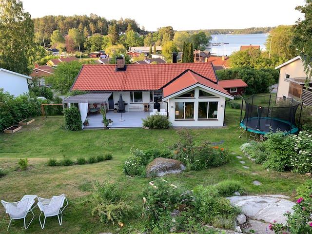 Sea view villa with lovely garden