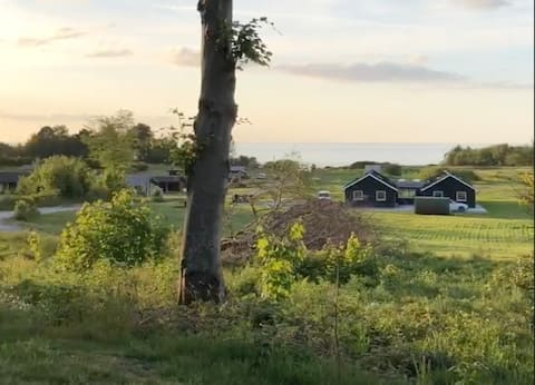 Belle maison avec vue sur la mer depuis une terrasse incroyable