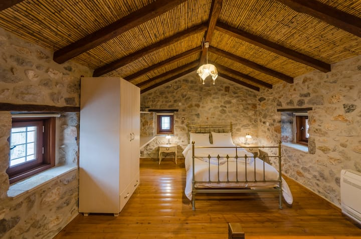 Ev Zin Stone House Folia