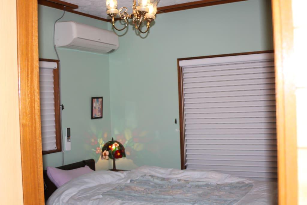 二階に洋室が二部屋、和室が一部屋あります。