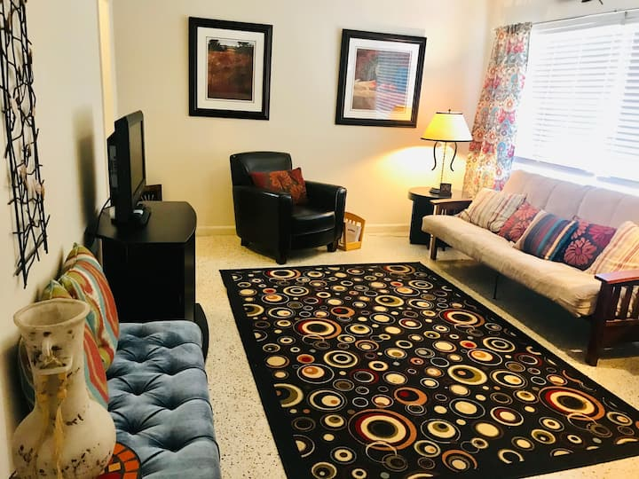 Inviting 2 bedroom Apt in Downtown St. Augustine