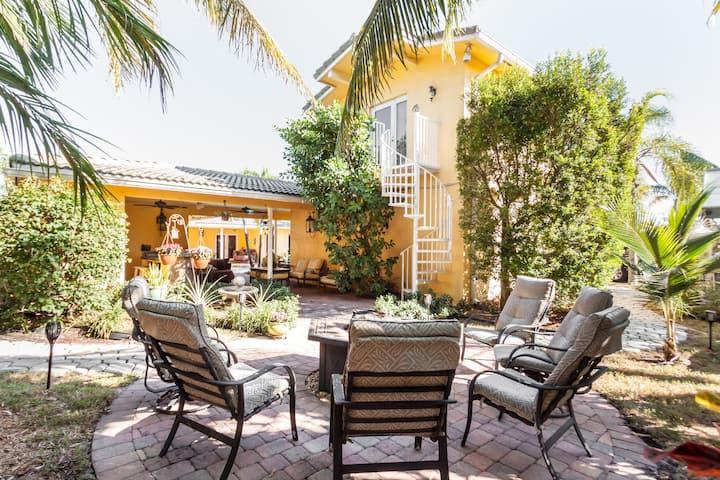 Downtown Boca Private Detached Guest Suite