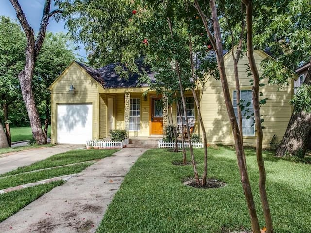 Bishop Arts Home with Big Backyard - ดัลลัส - บ้าน