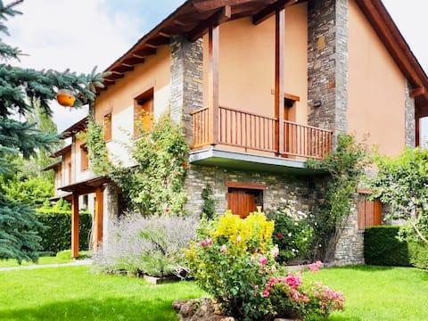 Casa con jardín en el pueblo de Saga, La Cerdanya